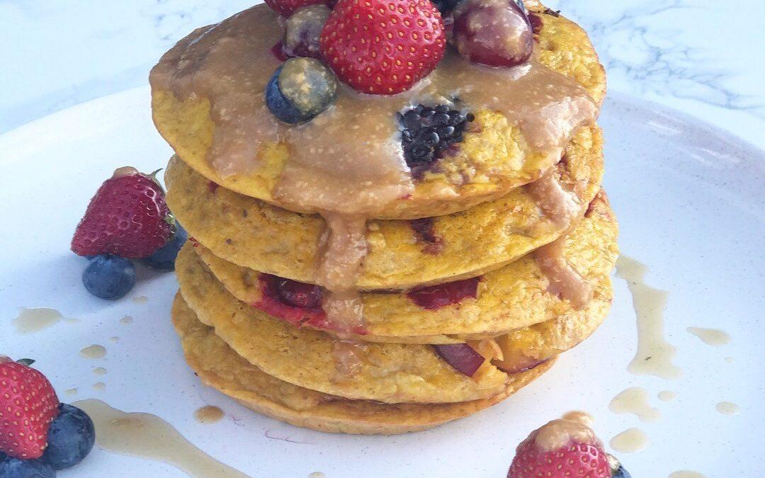 'Primal Paleo 21' Berry Banana Pancakes